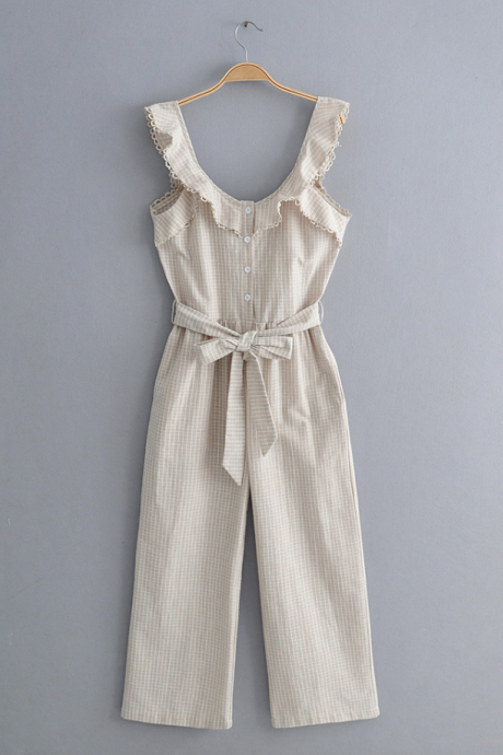 2019 new off-the-shoulder seaside holiday ruffled jumpsuit