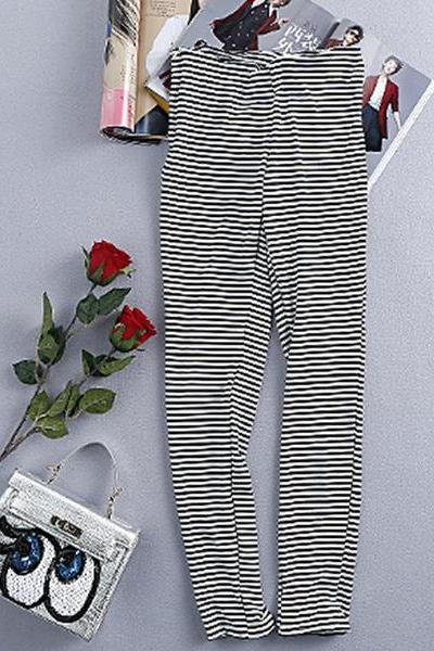 Black and white stripes stretch leggings