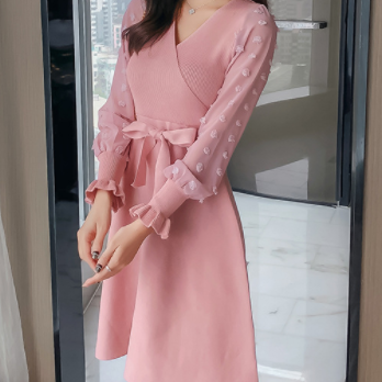 Autumn new style bow temperament stitching bubble sleeve knitting big swing dress female waist was thin pink